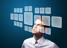 Homem de negócios que pressiona o tipo alta tecnologia de botões modernos Foto de Stock