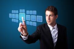Homem de negócios que pressiona o tipo alta tecnologia de botões modernos Fotografia de Stock