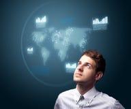Homem de negócios que pressiona o tipo alta tecnologia de botões modernos Fotografia de Stock Royalty Free