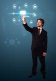 Homem de negócios que pressiona o tipo virtual da mensagem de ícones Fotografia de Stock Royalty Free