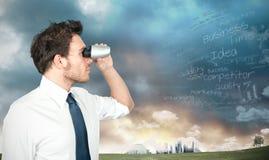 Homem de negócios que procura o negócio novo Imagem de Stock Royalty Free