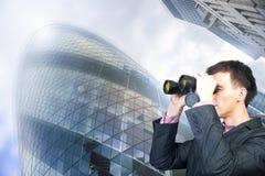 Homem de negócios que procura um trabalho Imagem de Stock