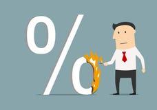Homem de negócios que queima um símbolo alto dos por cento Fotografia de Stock
