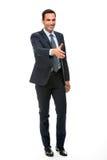 Homem de negócios que sorri aumentando seu braço para agitar as mãos fotografia de stock