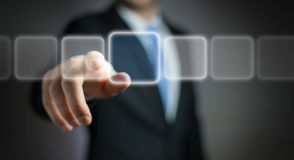 Homem de negócios que surfa no Internet com relação tátil digital 3 Imagem de Stock