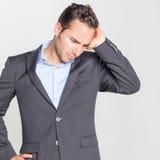 Homem de negócios que tem a dor de cabeça fotografia de stock royalty free