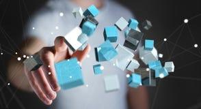 Homem de negócios que toca no renderi brilhante azul de flutuação da rede 3D do cubo Fotografia de Stock