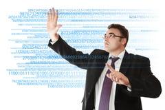 Homem de negócios que trabalha com dígitos imagens de stock
