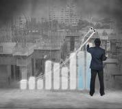 Homem de negócios que trabalha na tela virtual digital, globalização Fotografia de Stock Royalty Free