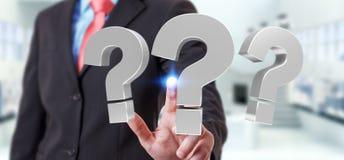Homem de negócios que usa 3D que rende pontos de interrogação Foto de Stock Royalty Free