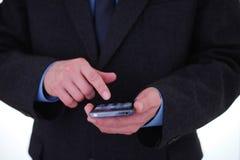 Homem de negócios que usa o smartphone Fotografia de Stock