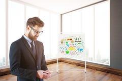 Homem de negócios que usa o smartphone Imagem de Stock