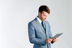Homem de negócios que usa o tablet pc Fotografia de Stock