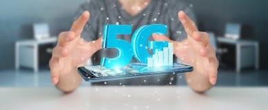 Homem de negócios que usa a rede 5G com rendição do telefone celular 3D Foto de Stock Royalty Free