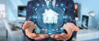 Homem de negócios que usa a rendição da aplicação 3D do seguro do cuidado da família Fotografia de Stock Royalty Free