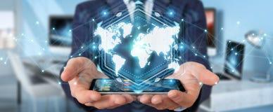Homem de negócios que usa a rendição digital da relação 3D do mapa do mundo Imagem de Stock