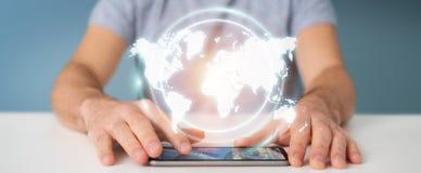 Homem de negócios que usa a rendição digital da relação 3D do mapa do mundo Imagem de Stock Royalty Free