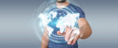 Homem de negócios que usa a rendição digital da relação 3D do mapa do mundo Imagens de Stock Royalty Free