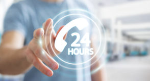 Homem de negócios que usa a rendição do auxílio 3D do cliente da linha de apoio ao cliente Foto de Stock