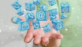 Homem de negócios que usa a rendição de flutuação do contato 3D do cubo Foto de Stock Royalty Free