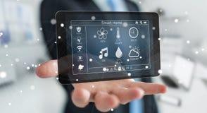 Homem de negócios que usa a rendição home esperta do dispositivo remoto 3D Imagens de Stock Royalty Free