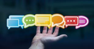 Homem de negócios que usa a rendição lisa colorida dos ícones 3D da conversação Imagem de Stock Royalty Free