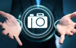 Homem de negócios que usa a rendição moderna da aplicação 3D da câmera Fotos de Stock Royalty Free