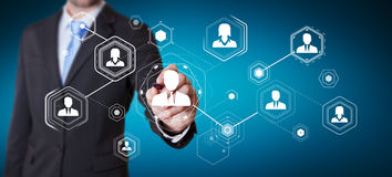 Homem de negócios que usa a rendição social digital da rede 3D Fotografia de Stock Royalty Free