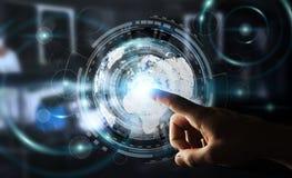 Homem de negócios que usa a tela do holograma com dados digitais Fotos de Stock