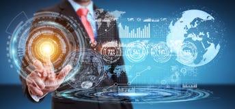 Homem de negócios que usa a tela do holograma com dados digitais Fotografia de Stock Royalty Free