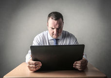 Homem de negócios que usa um computador Foto de Stock Royalty Free