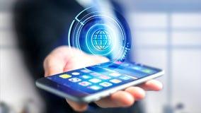 Homem de negócios que usa um smartphone com um globo technologic b do Shinny Fotografia de Stock Royalty Free