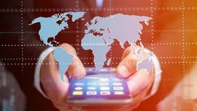 Homem de negócios que usa um smartphone com um mapa do mundo conectado - 3d r Imagens de Stock Royalty Free