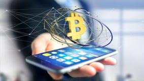 Homem de negócios que usa um smartphone com um si cripto da moeda de Bitcoin Fotografia de Stock