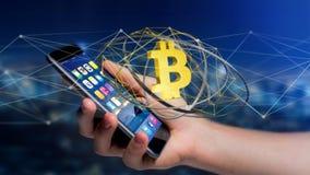 Homem de negócios que usa um smartphone com um si cripto da moeda de Bitcoin Foto de Stock