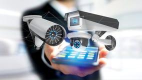 Homem de negócios que usa um smartphone com um sistema da câmara de segurança e Fotos de Stock Royalty Free