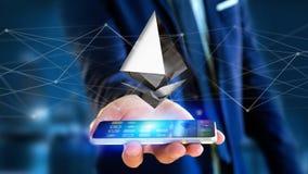 Homem de negócios que usa um smartphone com uma moeda cripto s de Ethereum Imagens de Stock