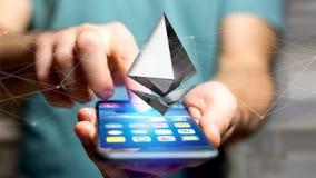Homem de negócios que usa um smartphone com uma moeda cripto s de Ethereum Foto de Stock Royalty Free