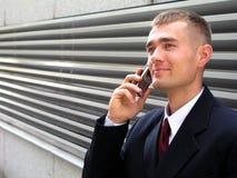 Homem de negócios que usa um telefone móvel Fotografia de Stock