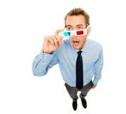 Homem de negócios que veste os vidros 3d isolados no fundo branco Imagens de Stock