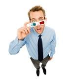 Homem de negócios que veste os vidros 3d isolados no fundo branco Fotos de Stock Royalty Free