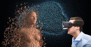 Homem de negócios que veste vidros de VR pelo ser humano 3d Fotos de Stock Royalty Free