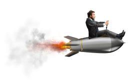 Homem de negócios que voa sobre um foguete conceito da partida da empresa fotos de stock