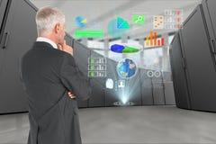 Homem de negócios reflexivo no centro de dados com ícones digitais Fotos de Stock Royalty Free