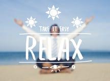 Homem de negócios Relaxing pela praia fotos de stock royalty free