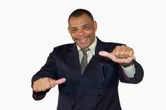 Homem de negócios sênior de sorriso que levanta com polegares acima Fotografia de Stock Royalty Free
