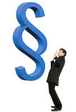 Homem de negócios Scared sob o símbolo grande do parágrafo. imagem de stock royalty free