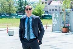 Homem de negócios seguro considerável Portrait Retrato de um considerável Imagens de Stock Royalty Free