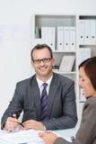 Homem de negócios seguro em seu escritório Imagens de Stock Royalty Free