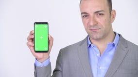 Homem de negócios Showing Copyspace Presentation com o telefone de tela verde vídeos de arquivo